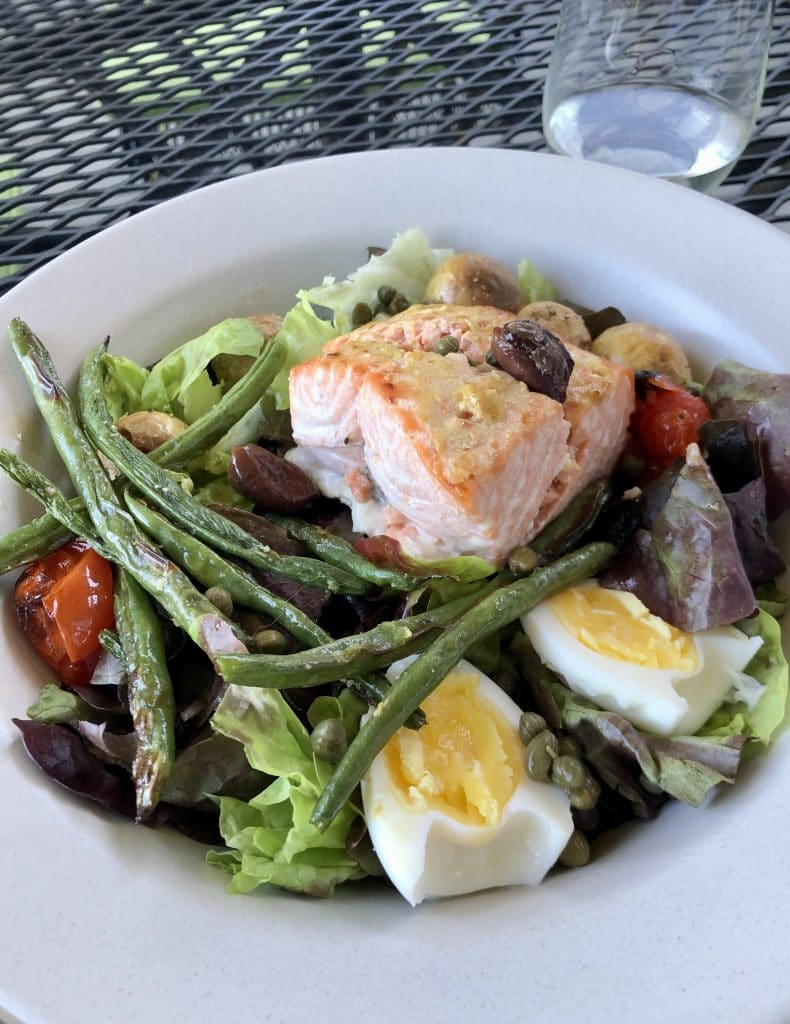 Niçoise Salad with Baked Salmon