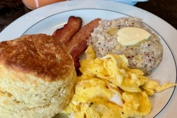 Eggs, Bacon, Grits & Biscuit