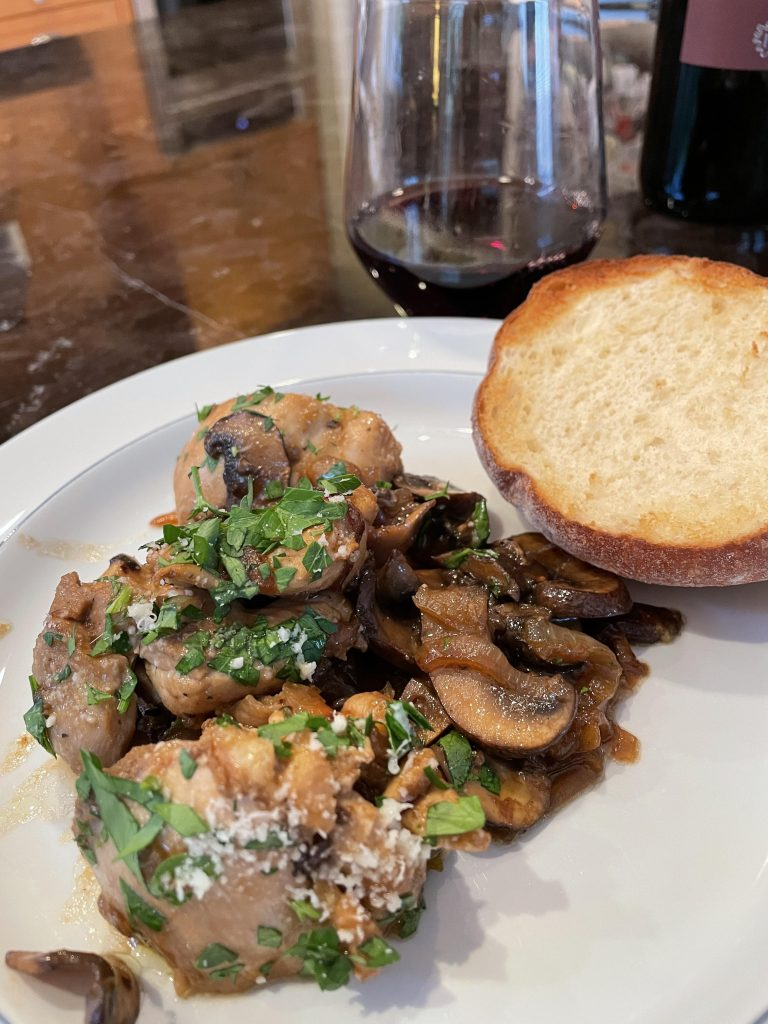 Skillet chicken, mushrooms and caramelized onions